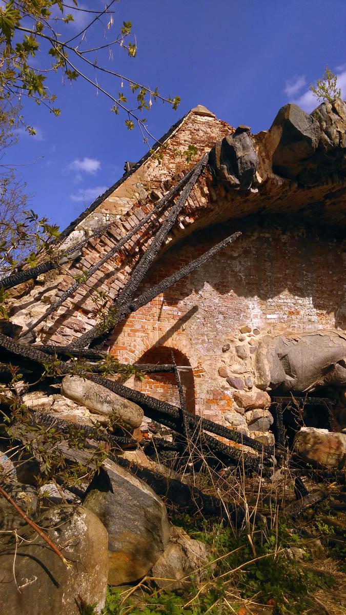 К сожалению, в 2013 году сгорели строительный леса, установленные во время реставрации погреба. С тех пор, ни леса, ни сам погреб не касалась рука реставраторов...