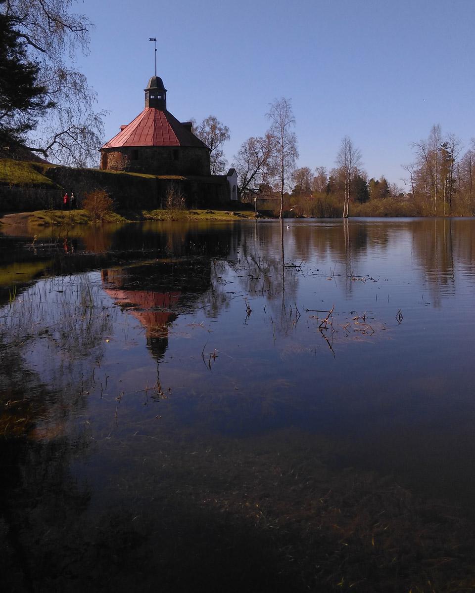 Круглая воротная башня (башня Ларса Торстенссона, Пугачевская башня), построенная шведами в 1585 году