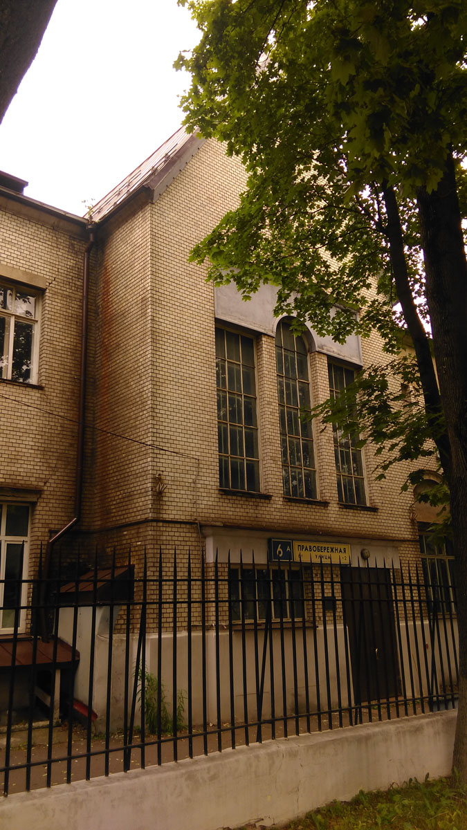 Центральная часть фасада с тройным окном.