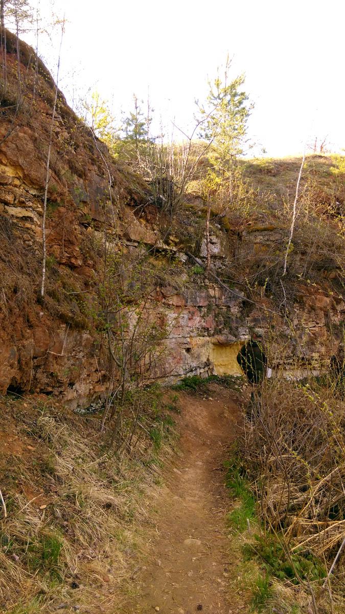 Мост находится между деревней Паника и заброшенным карьером-каменоломней. Поэтому, мы одним разом осмотрели три достопримечательности: мост....