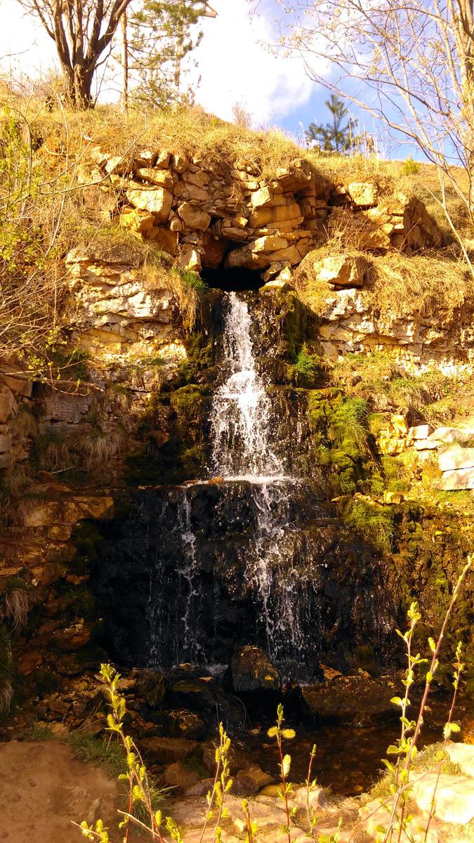 И третья достопримечательность родник-водопад.