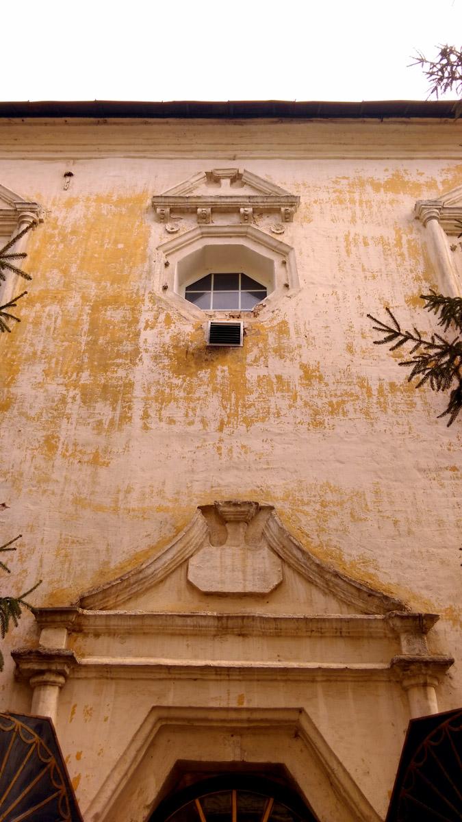 В 1918 г. монастырь был закрыт, в середине 1930-х гг. здания монастыря были разрушены и на этом месте был построен Речной вокзал,  который я отфоткал ранее.