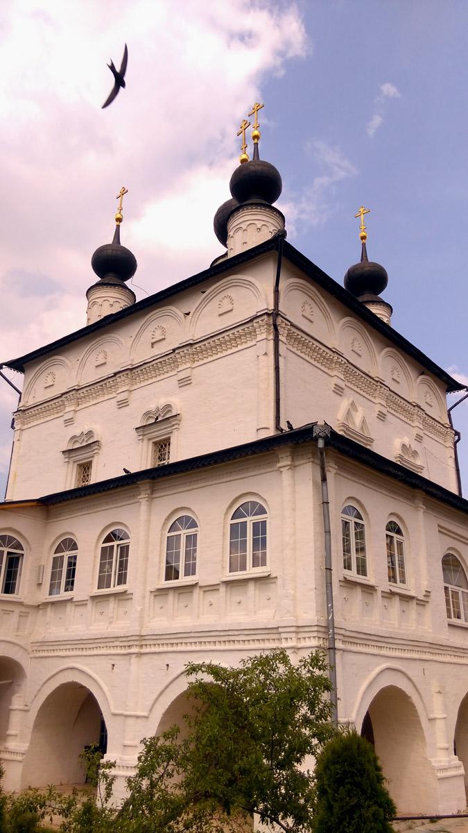 Например, Собор Троицы Живоначальной.
