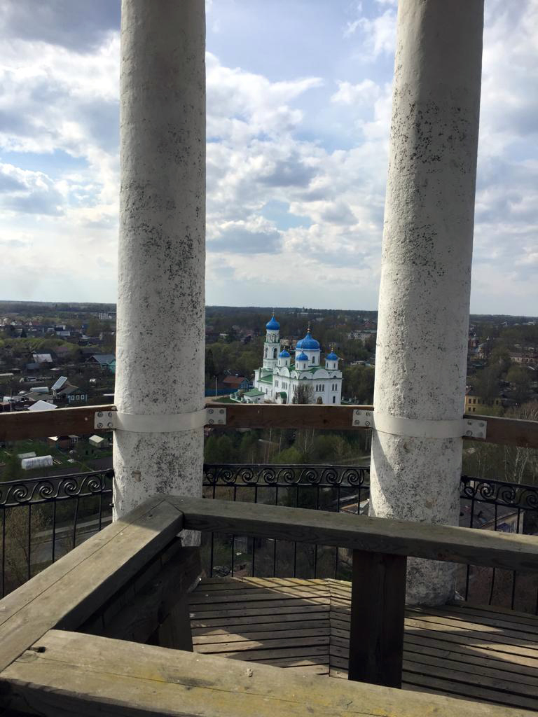 Храм Михаила Архангела. Построен на месте сгоревших в 1742 году церквей Благовещиеия и Михаила Архангела 17 века постройки. Строительство окончено в 1758 году.