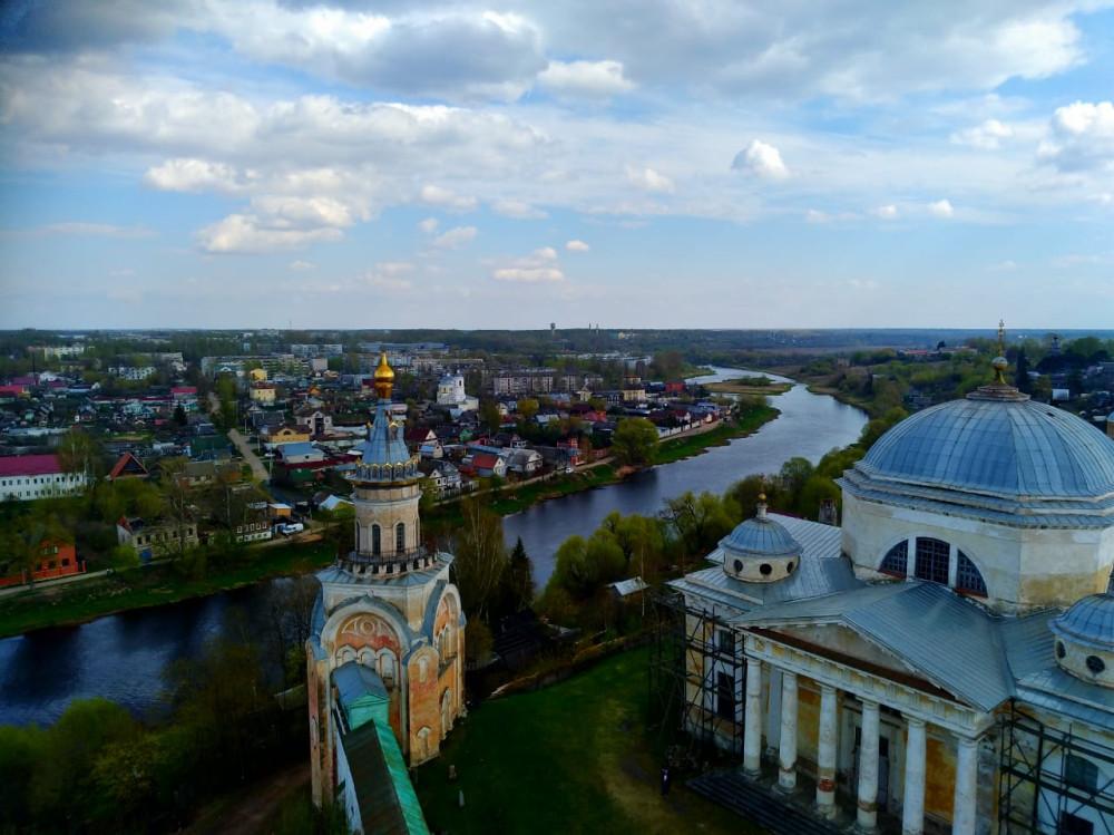 Ну, а мы запомнили вид на город и реку с высоты птичьего полета....