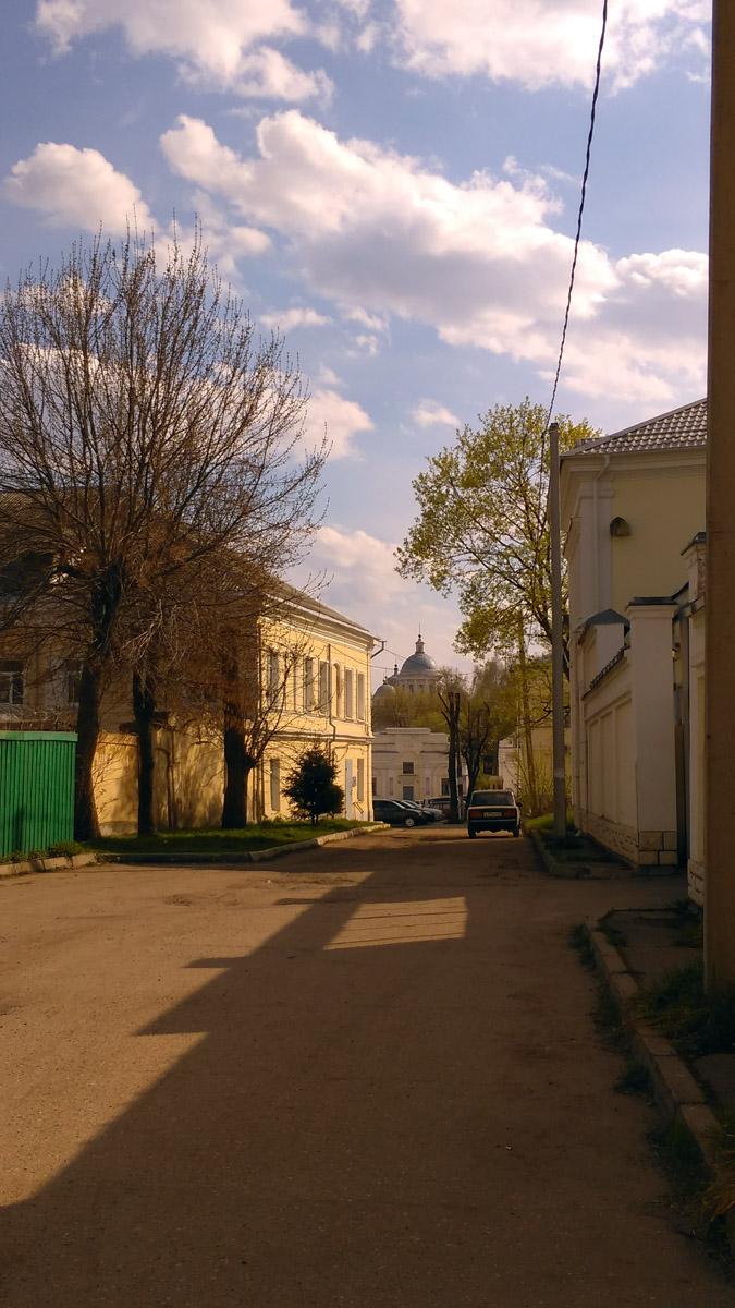 Улица Кирова... Идем к площади перед пешеходным мостом...
