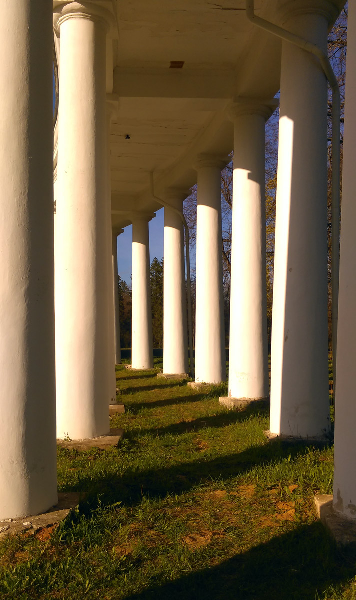 Изгиб колоннады... Романтично!