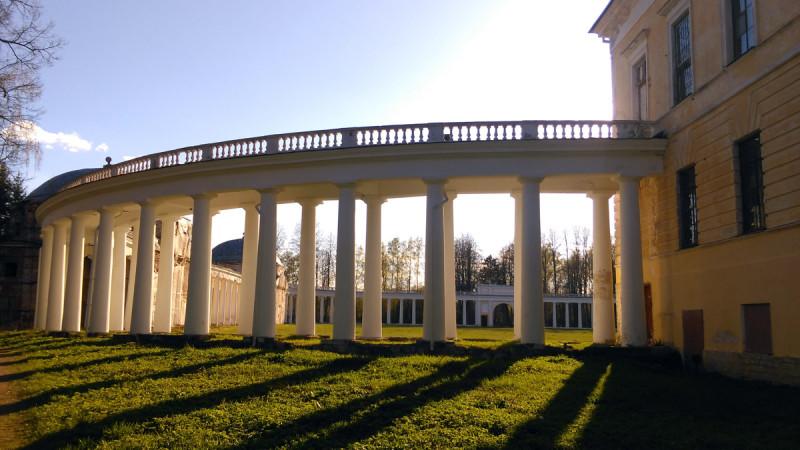 Возвращаться к колоннаде и главному дому.