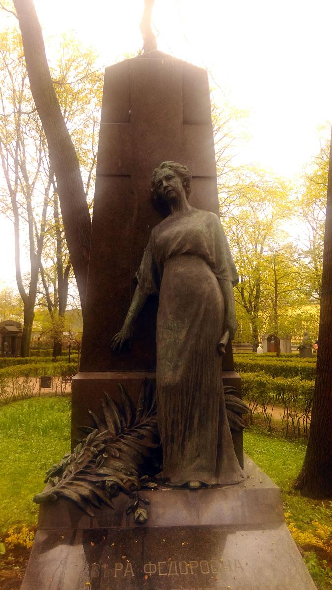 Надгробие В. Ф. Комиссаржевской. Комиссаржевская Вера Фёдоровна (1864-1910), русская актриса