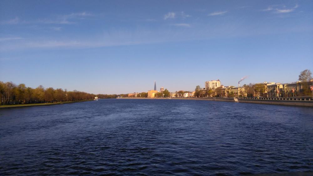 Иду непосредственно на Каменный остров по Ушаковскому мосту. Длина моста 219 м. С него отрывается красивый вид на Большую Невку.