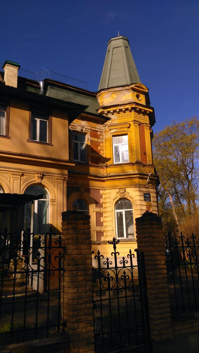 В начале 20 века здание было передано Сельскохозяйственным курсам. В Советское время - Морскому колледжу.