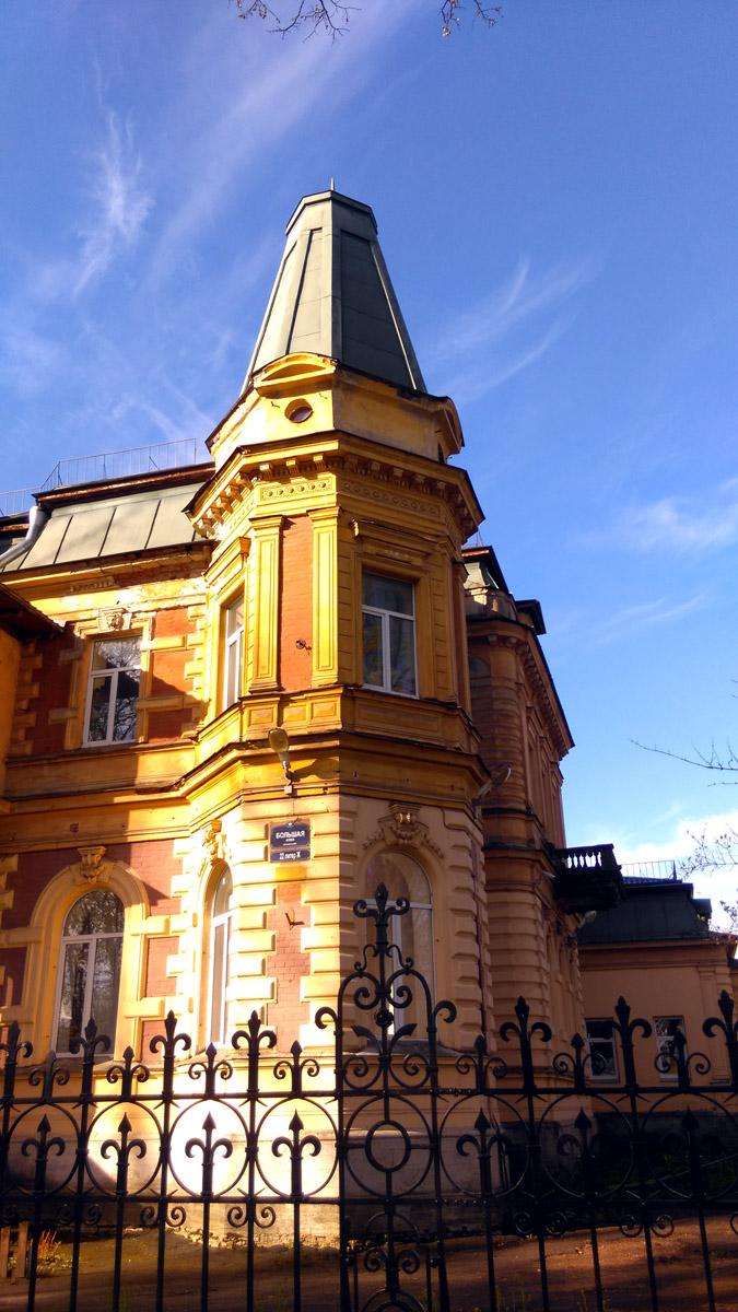 В настоящее время особняк, как и большинство исторических построек острова, принадлежит Управлению делами президента России. Мореходное училище продолжает работать.