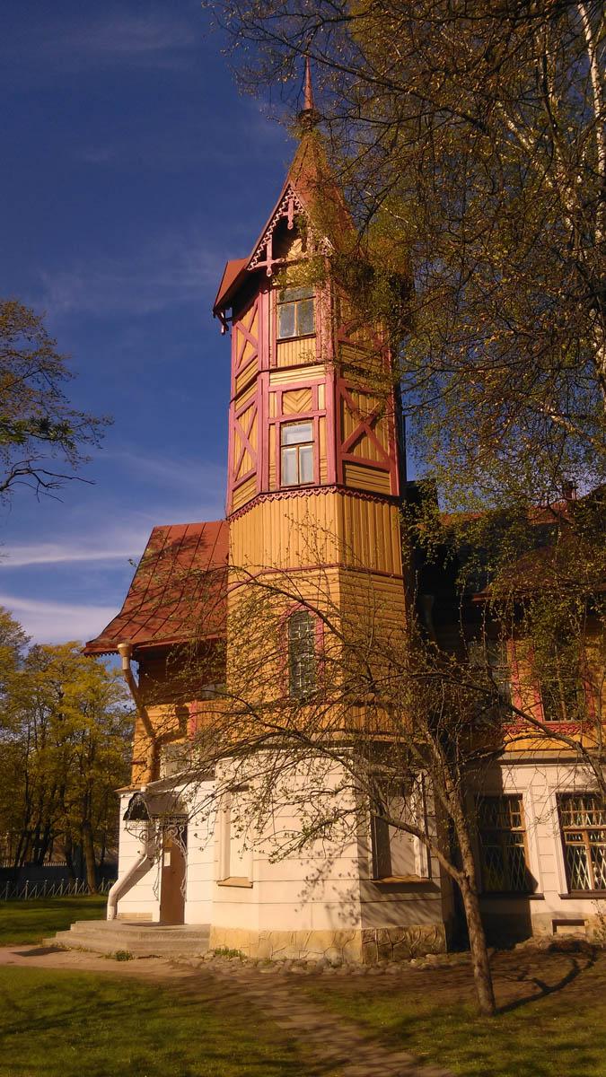 После революции 1917 года особняк был отдан под коммунальные квартиры, в 1971-м коммуналки расселили и в 1973-м здание передали Детской художественной школе № 10 имени Б. М. Кустодиева.