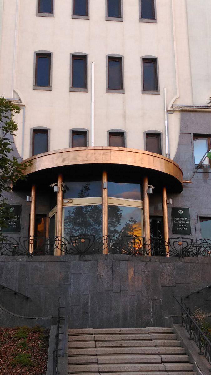 Это бывший доходный дом Хрипуновой. 1913, архитектор В. О. Данилов.