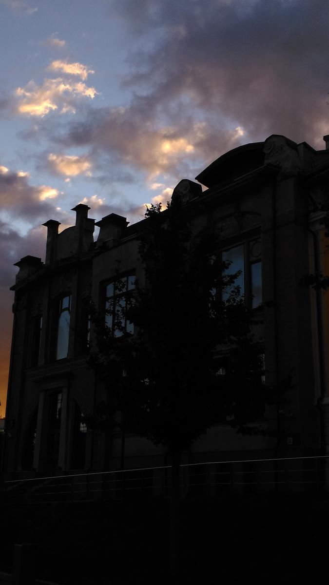 И снова Дом Правдиной на фоне вечернего неба...