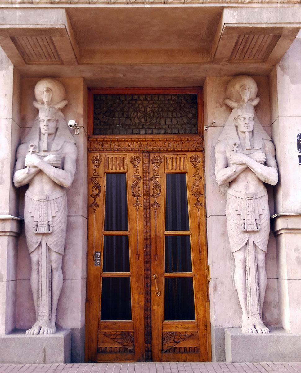 Захарьевская ул., 23. Египетский Дом. Построен архитектором Михаилом Сонгайло для жены действительного статского советника Ларисы Нежинской в 1911-1913 годах.