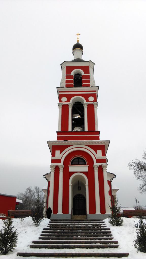Храм  Святых апостолов Петра и Павла в Петровском.