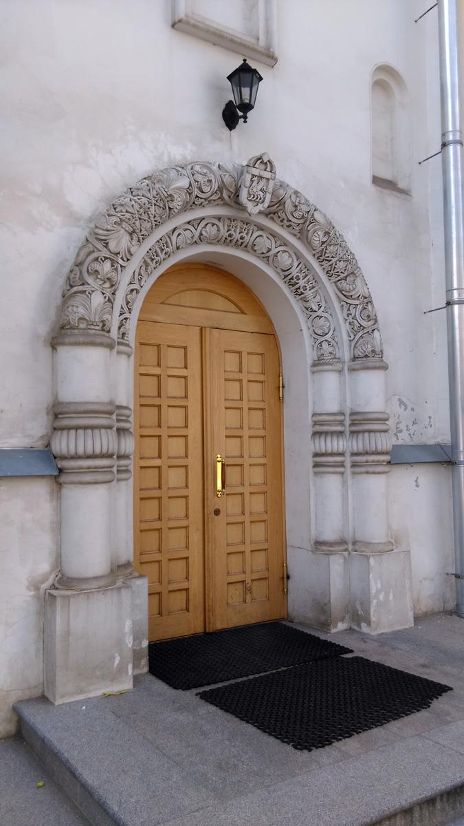 В 1915–1916 годах рядом с собором успели построить Дом причта, который просуществовал до 1960-х годов и сегодня восстановлен в соответствии с немногими сохранившимися чертежами и единственной старой фотографией.