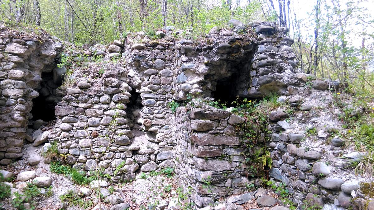 Ачипсинская крепость. Точнее фрагменты руин.