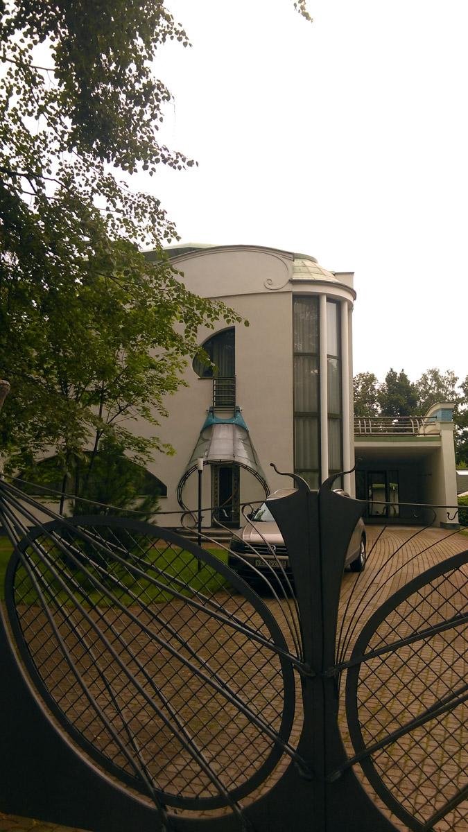 Эта вилла, так же построена по проекту архитектора Ивана Князева.