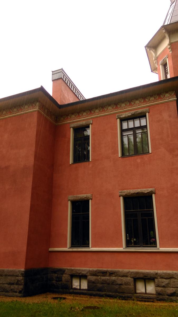 Каменное здание в Павловске, построенное в 1908 г. в стиле модерн архитектором А.В. Кенелем для семьи купца 2-й гильдии В.И. Костинского, было продано владельцами в 1916 г. предпринимателю инженеру И.Б. Штейну.