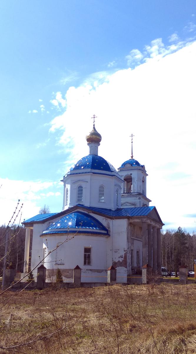 Построена в 1816 г. Сейчас идут реставрационные работы и службы.