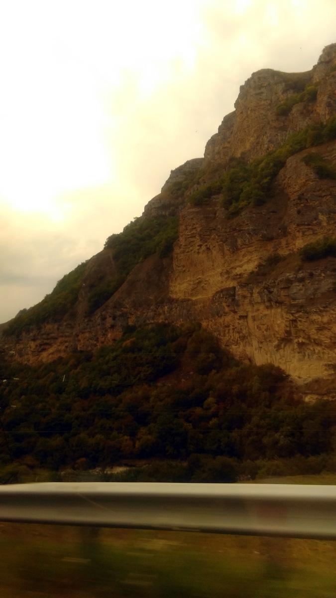 Горы постепенно становятся все выше.