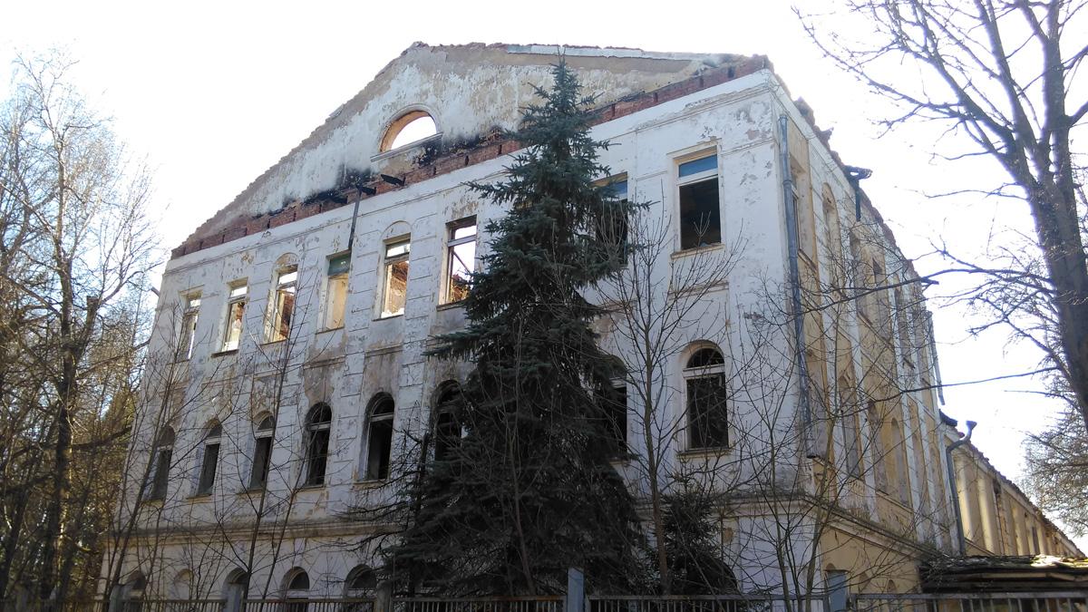 А это уже, Усадьба Дугино. К сожалению, после пожара главный дом так и не начали восстанавливать.