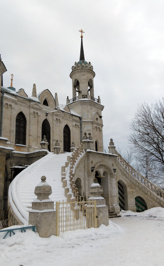 А после прогулки по усадьбе мы, все-таки, дошли до начальной цели нашей поездки. Церковь Владимирской иконы Божией Матери в Быково