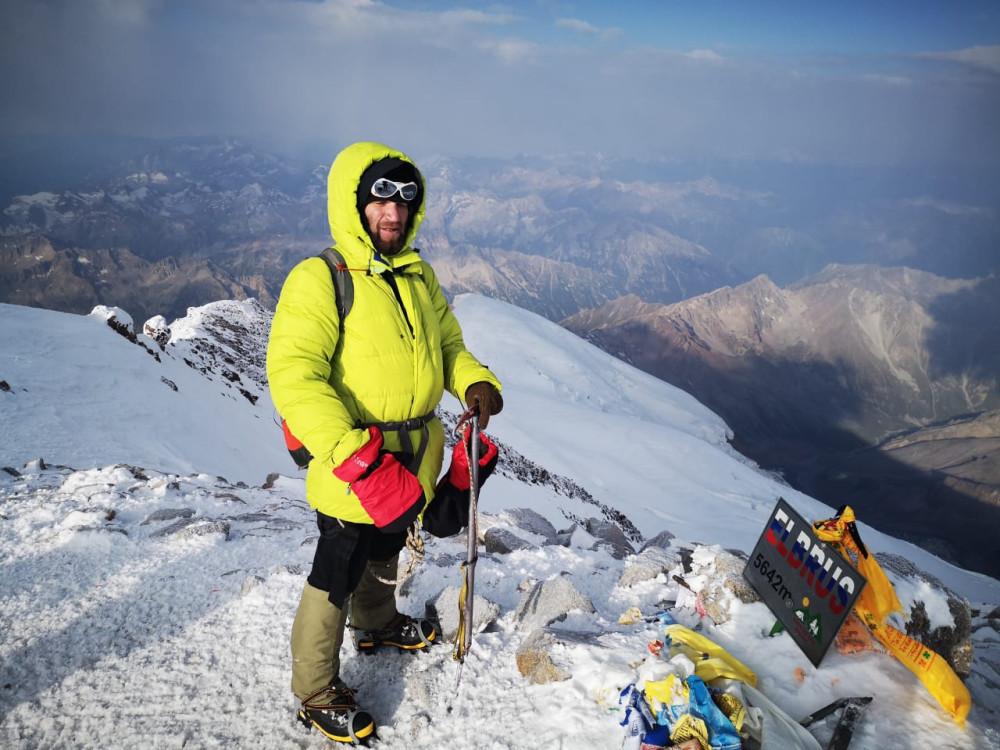 Западная вершина Эльбруса, высшая точка РФ и Европы. Очень хочу в следующем году добраться сюда.