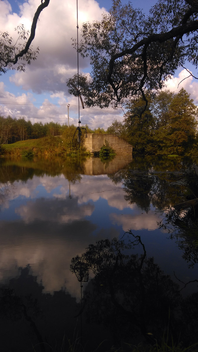 На берегу реки Рожайка около плотины.