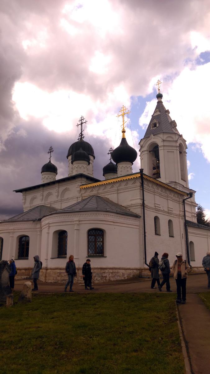 Правда, думаю, на какое-то другое сооружение, а не на Храм Воскресения Словущего.