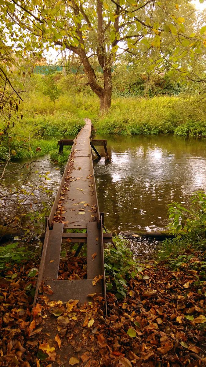 А вот еще один мостик. Не каждый решиться его перейти...
