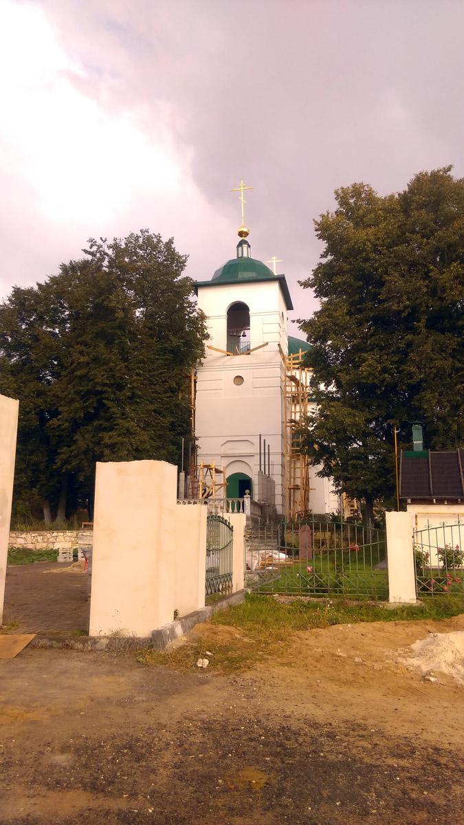 ... и Храме Никиты Мученика. Оба храма новодельные, построены по образу и подобию и на месте ранее разобранных в 1960-тых годах.