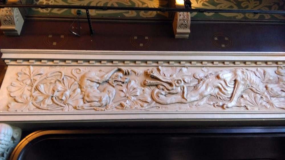 Кстати, перекликается с другой работой Федора Осиповича. Я имею ввиду украшение лестницы в Особняке Морозовой на Спиридоновке. Там тоже тощая собака и, правда не дракон, а змея.