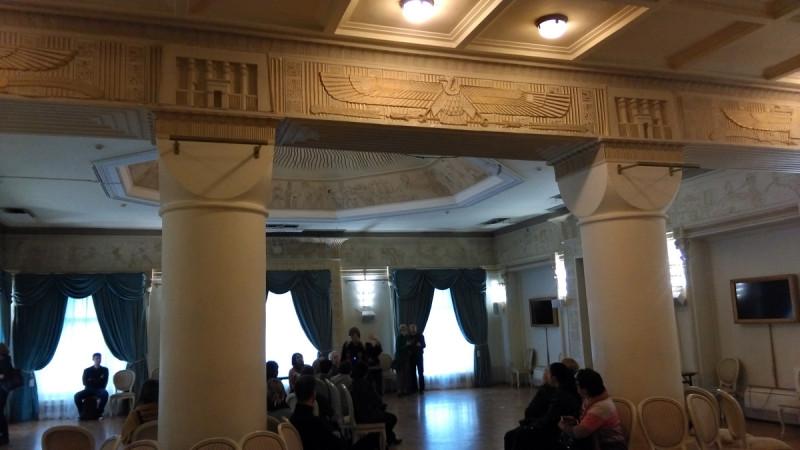 Египетский зал. Самое большое помещение особняка Смирнова. На месте массивных колонн ранее была стена, а за ней флигель. Шехтель объединил помещения в единое целое.