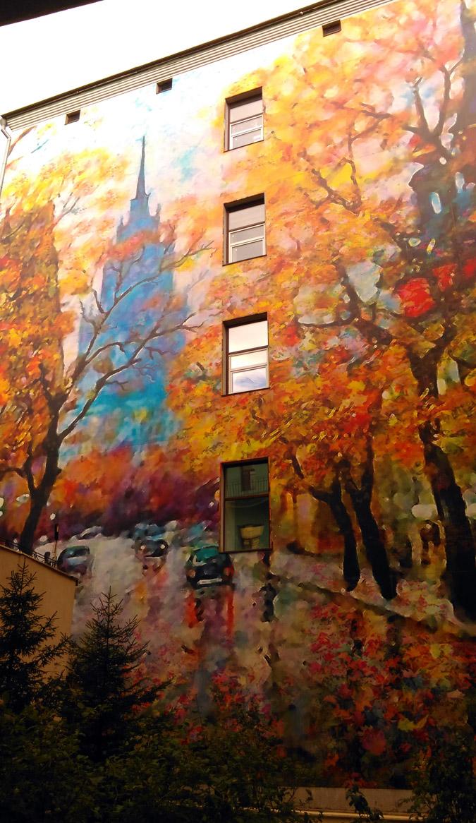 Огромная репродукция на стене дома. Не мог пройти мимо такой красоты.