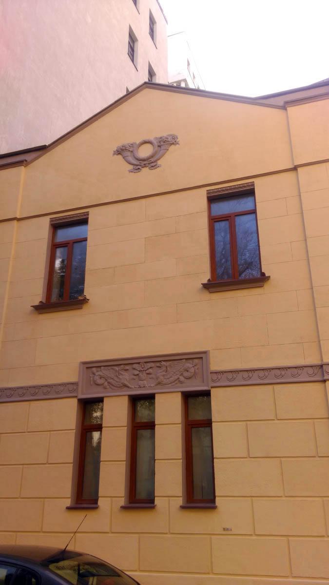 Флигель городской усадьбы Тарасовых. Построен в 1909 году по проекту архитектора К.А. Грейнера, инженер М.Г. Гейслер. Перестроен в 1925 году.