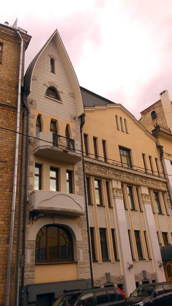 Доходный дом наследников Н. П. Циркунова. Построен в 1908 году. Архитектор В. С. Масленников и Н. И. Якунин.