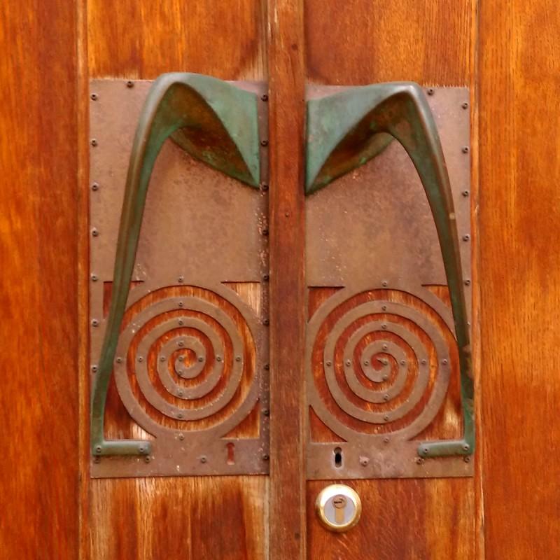 шикарные ручки этих дверей. Как вы понимаете, вся эта красота сделана по проекту Ф.О. Шехтеля.