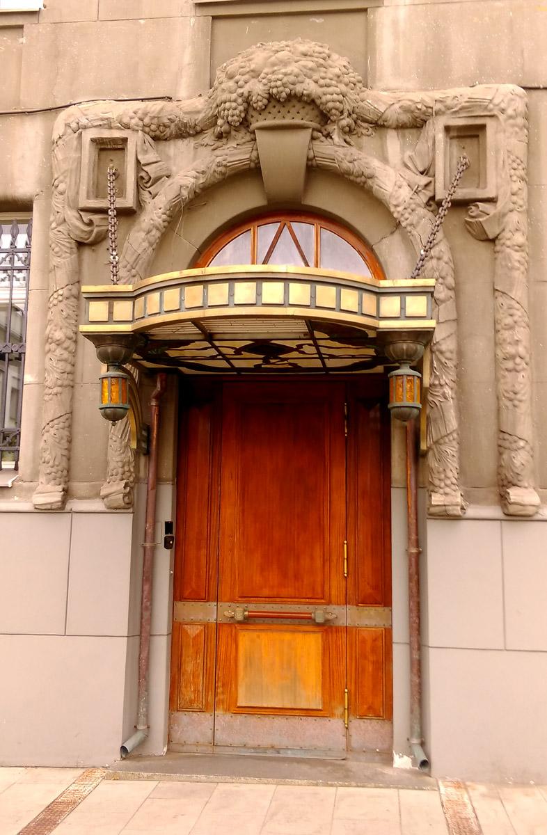 Снова Ф.О. Шехтель, на этот раз совместно с архитектором И. С. Благовещенскийм. Доходный дом Л. В. Шамшиной. Построен в 1910–1911 гг