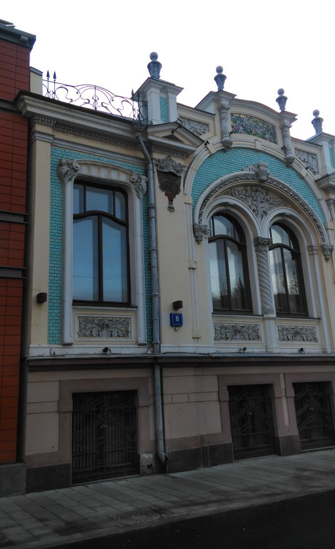 Во второй половине XIX в. здесь обосновывается небольшая фабричка, для которой архитектор Ф. Ф. Воскресенский ( младший брат другого известного московского архитектора С.Ф. Воскресенского ), строит несколько производственных зданий.