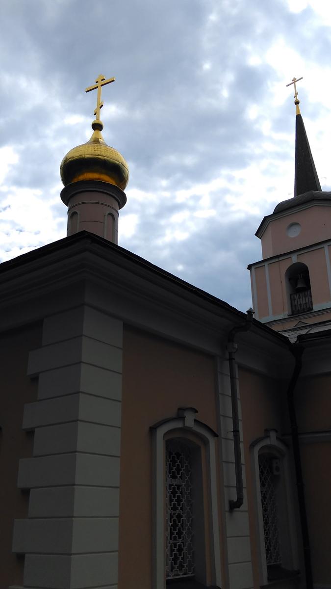 Покровская церковь — самое старинное здание в этом районе. Согласно клировым ведомостям, существующая церковь построена в 1750 году на новом месте, но со старым посвящением. Есть предположение, что изначально это была хозяйственная постройка, приспособленная под церковь. По другой версии, в том же 1750 году произошла капитальная перестройка старой церкви, в результате которой она получила барочный декор, утратив узкие окна и завершение кокошниками, вместо которого была поставлена обычная четырёхскатная кровля (аналогом церкви до перестройки мог служить Казанский собор на Красной площади). Трёхъярусная колокольня со шпилем построена с западной стороны в то же время — в 1770-х гг.