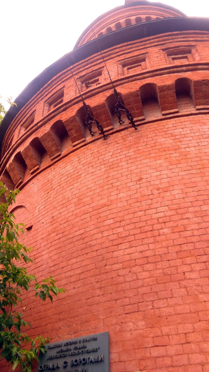 Видно, что при сооружении башни, архитектор вдохновлялся башнями Московского Кремля...