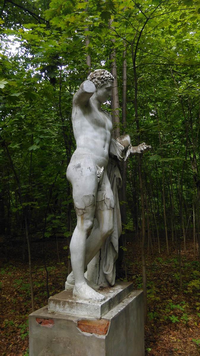 Единственная сохранившаяся скульптура усадьбы.