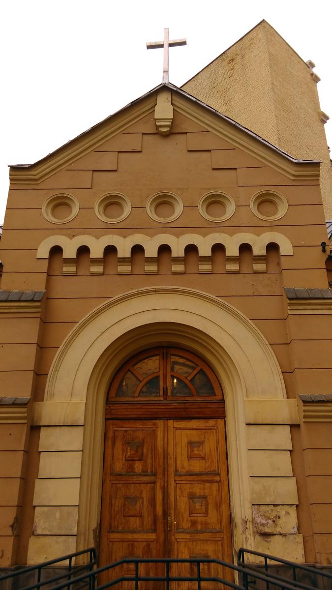 Капелла при Соборе свв. Петра и Павла, построена в 1892 г. для отпевания умерших по проекту архитектора Ф. О. Шехтеля.