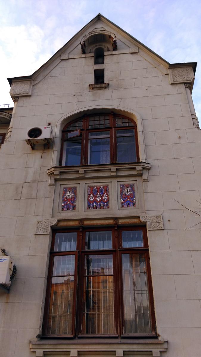 Садовая-Кудринская ул., 17. Сочетание элементов готики и модерна в особняке А. В. Демидова, построенного в 1911 году. Архитектор К. С. Разумов. Сейчас здесь расположено посольство Пакистана.