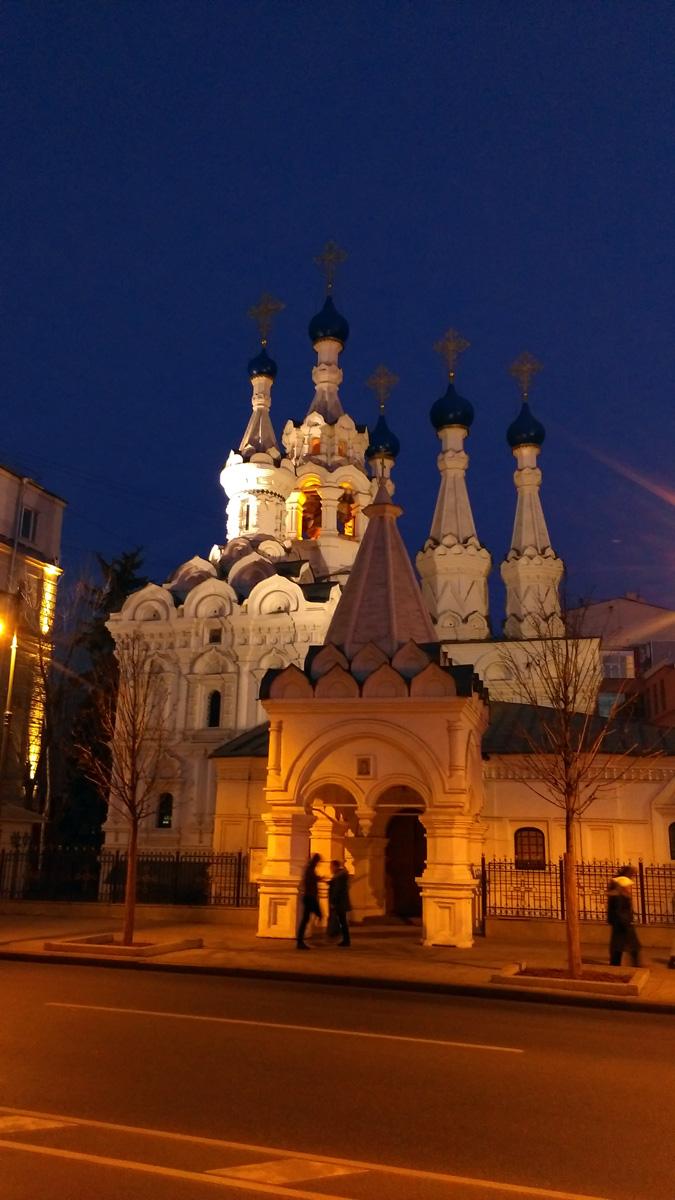 Красиво подсвеченный Храм Рождества Пресвятой Богородицы в Путинках