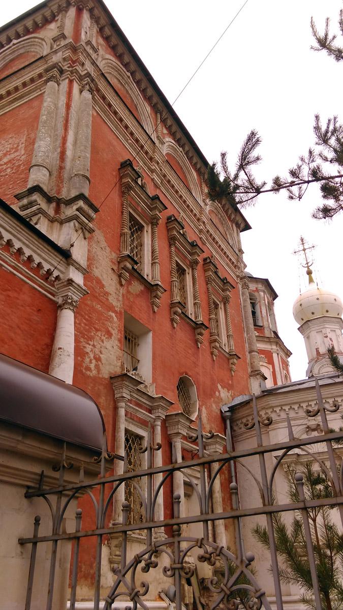 Храм прекрасный образец московского барокко.