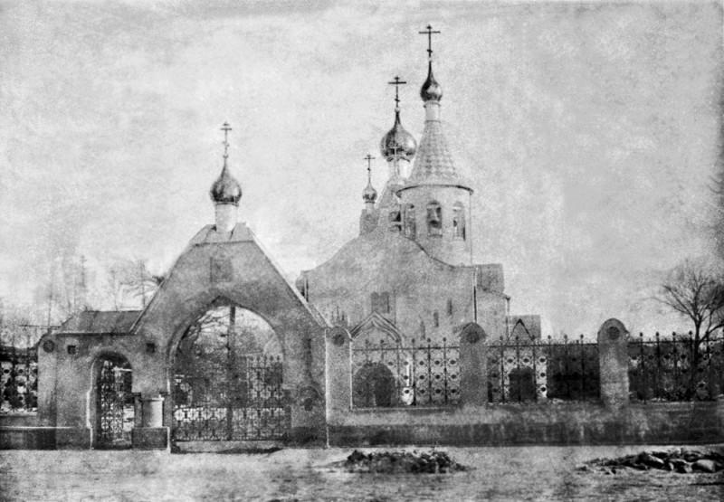 Фото храма в 1914 году (позаимствовал в Википедии)